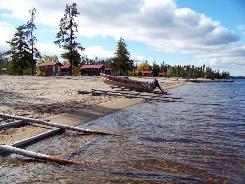 Mattice Lake Outfitters Mini-Lodge on Whitewater Lake