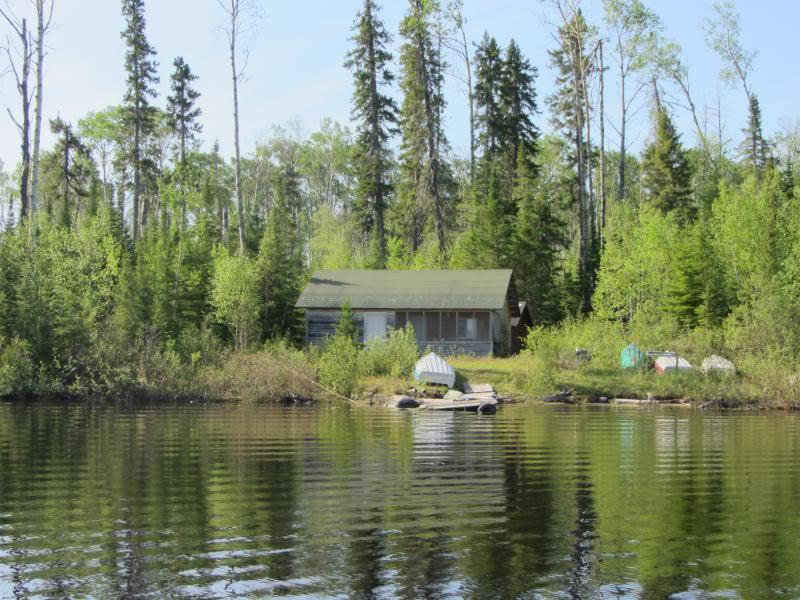 Namegosikaa Outpost on Balson Lake
